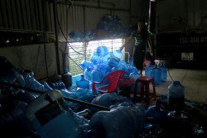 dùng nước mương ô nhiễm sản xuất 'nước tinh khiết' 1
